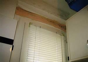 schimmel unter der tapete am badezimmersturz With balkon teppich mit schimmelspray auf tapete