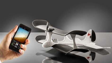 smartphone controlled toys 9 cool toys you can with your smartphone