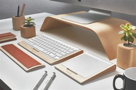 support moniteur bureau tablette clavier avec rangement et autres accessoires en bois