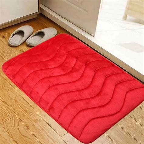 images  red bathroom rugs  pinterest large bathrooms decorating ideas  navy