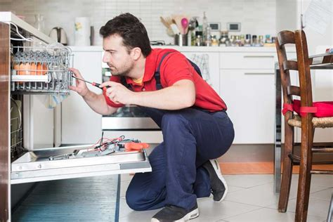Yes, homeowners insurance usually covers appliances if they are damaged in an event covered by your policy. 4 Kinds of Home Warranties That Cover Home Appliances | 2020