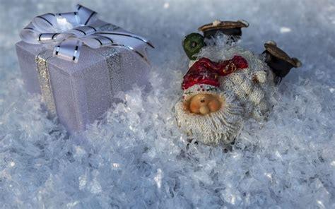 weihnachten geschenk hintergrundbilder weihnachten geschenk und weihnachtsmann
