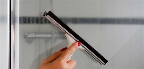 eliminare calcare doccia come eliminare il calcare dalla doccia senza rovinarla leitv