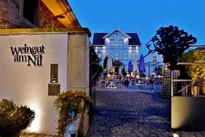 Weingut Am Nil Kallstadt : gastgarten am abend bild von weingut am nil kallstadt tripadvisor ~ Markanthonyermac.com Haus und Dekorationen