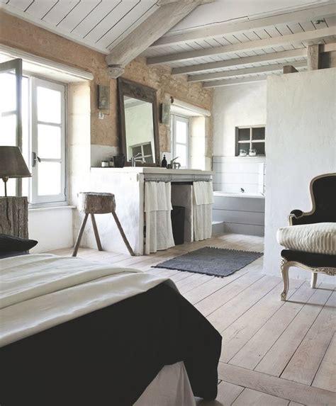 chambre avec meuble blanc créer un effet blanchi sur les meubles le sol les murs