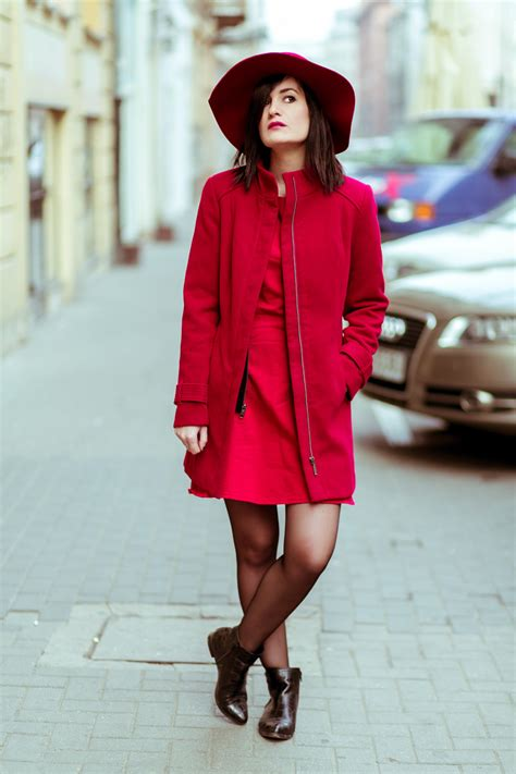 Red dress u0026 red hat by Hathat |Street style | Glamourina - fashion blog
