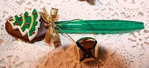 Chocolate Dipped Spoons for Holiday and Gift Giving Ideas