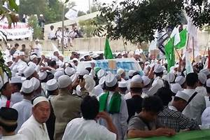 In Indonesia, Muslim group protests church construction ...