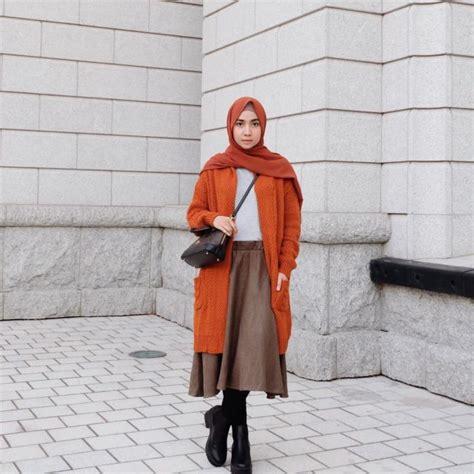 gaya hijab pakai kaus putih  outer nyaman dikenakan