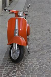 A Quel Age Peut On Conduire Une Moto 50cc : quel scooter sans permis moto plein phare ~ Medecine-chirurgie-esthetiques.com Avis de Voitures