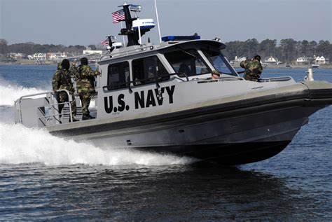 Us Navy Boats by File Us Navy 090318 N 7544a 120 Sailors From Navy Reserve