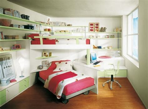 Small-kids-bedroom-with-bunk-bed-and-red-bed-color-corner