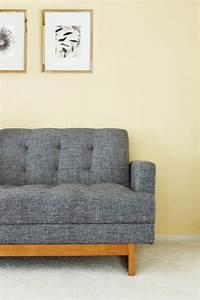 Wall Away Sofa : living room decorating mistakes interior designer advice ~ Yasmunasinghe.com Haus und Dekorationen