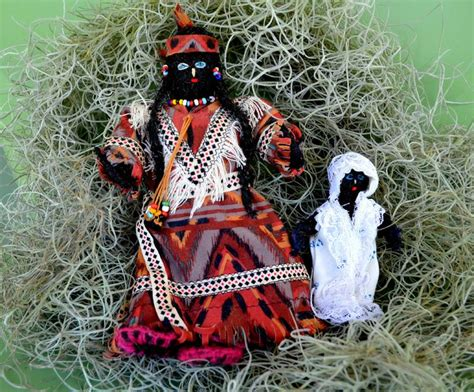 Houma Indian dolls made from Spanish Moss. Photo by Wendy ...