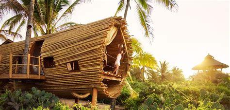 une maison en bambou au mexique en face du spot