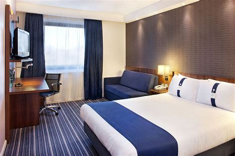 Holiday Inn Express  London Wimbledon South  Hotel In