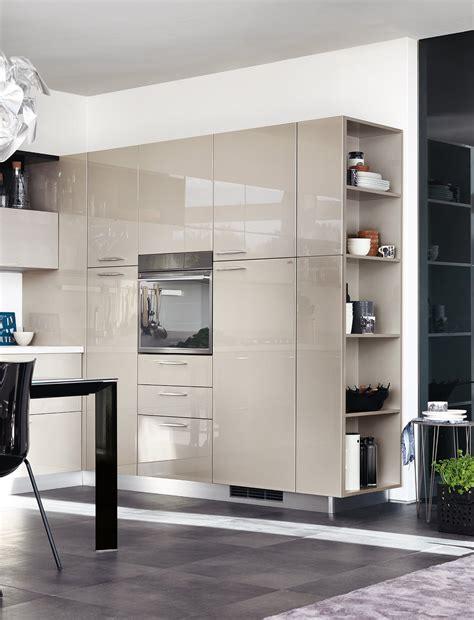 mensole scaffali in cucina i vani a giorno fanno tendenza cose di casa