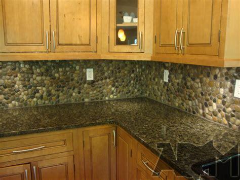how to make a backsplash in your kitchen 4 diy stone and pebble kitchen backsplashes to make shelterness