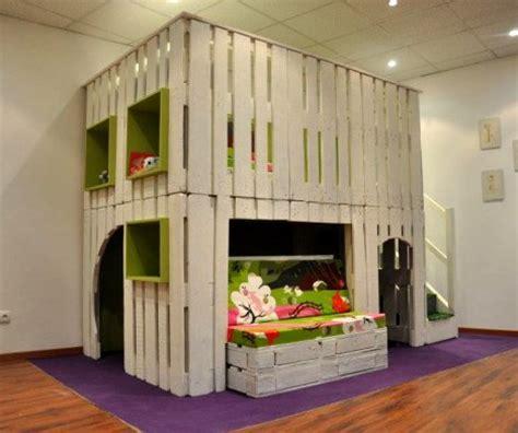 lit mi hauteur avec bureau casetta per bambini con pallets riciclati