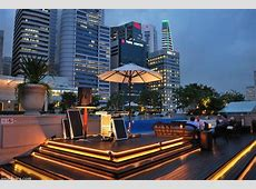 Discover the rooftop bar at The Fullerton Bay Hotel Singapore