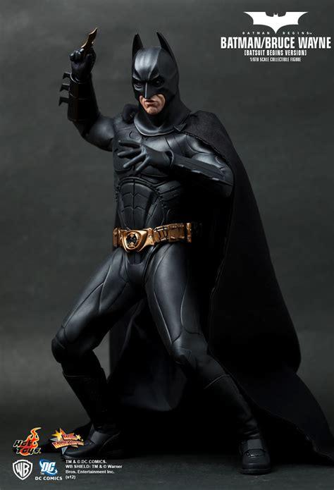Hot Toys : Batman Begins - Batman/ Bruce Wayne (Batsuit