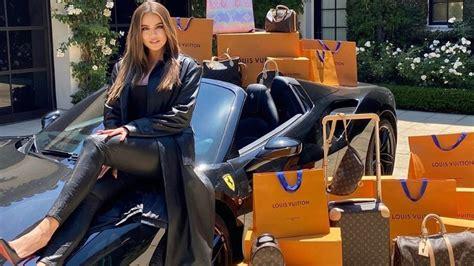 Khloe Kardashian Net worth: Here's how Khloe became a ...