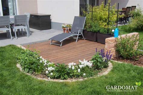 Kleiner Garten Mit Holzdeck An Terrasse Gardomat
