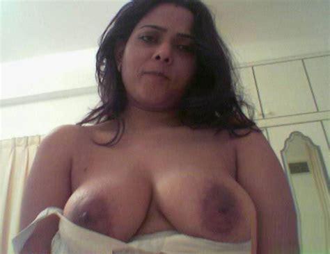 busty babe nude boobs