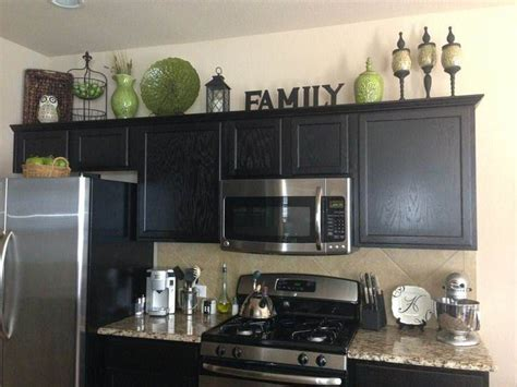 Decorating Ideas For On Top Of Kitchen Cabinets by Best 25 How To Decorate Kitchen Ideas On
