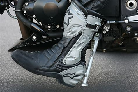 How To Ride A Motorcycle In 10 Simple Steps