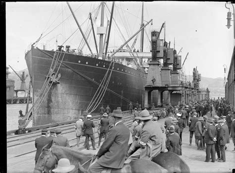 queen s wharf during the 1913 strike nzhistory new