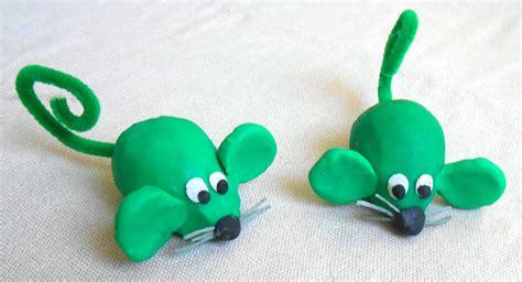 bricolage en pate a modeler une souris verte en p 226 te 224 modeler la maison f 233 erique