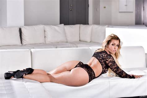 Smoking hot Kelsi Monroe seducing her man Mandingo - FRPRN.com