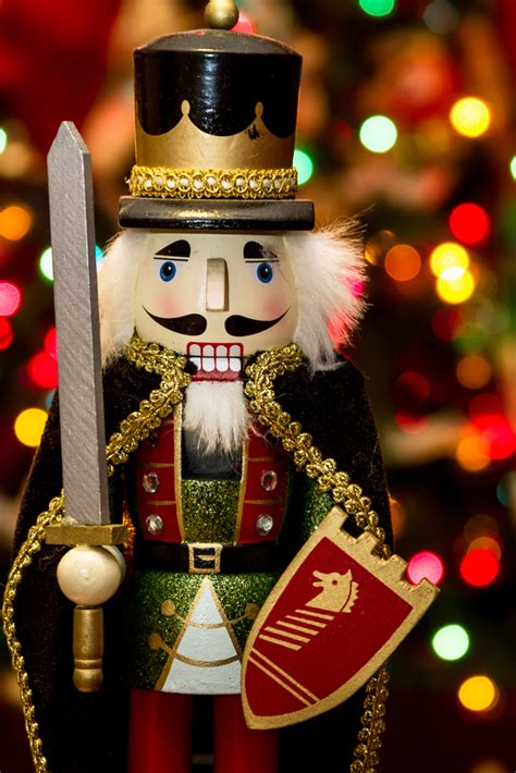how to christmas nutcrackers
