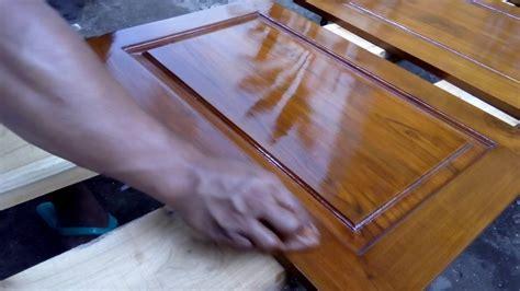 membedakan pernis  plitur  finishing pintu