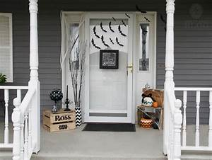 How to spook up the front door for Halloween – Simply Said
