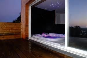 mobilier table hotel avec jacuzzi dans la chambre espagne With chambre avec jacuzzi privatif espagne