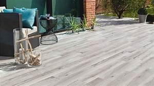 quand le carrelage trompe loeil embellit la terrasse With carrelage terrasse imitation bois