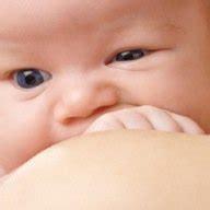 pourquoi bebe bouge beaucoup dans le ventre pourquoi bebe dans le ventre a le hoquet