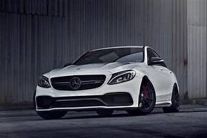 Mercedes C63s Amg : white mercedes benz c63s amg with mode carbon aero parts ~ Melissatoandfro.com Idées de Décoration