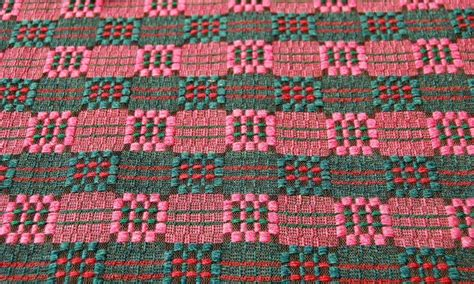 Gadatirgus - pirmā diena   Weaving patterns, Textile ...