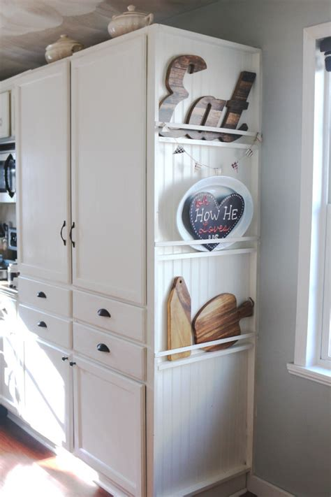 diy kitchen cabinet crown molding   fake     fuss   carli