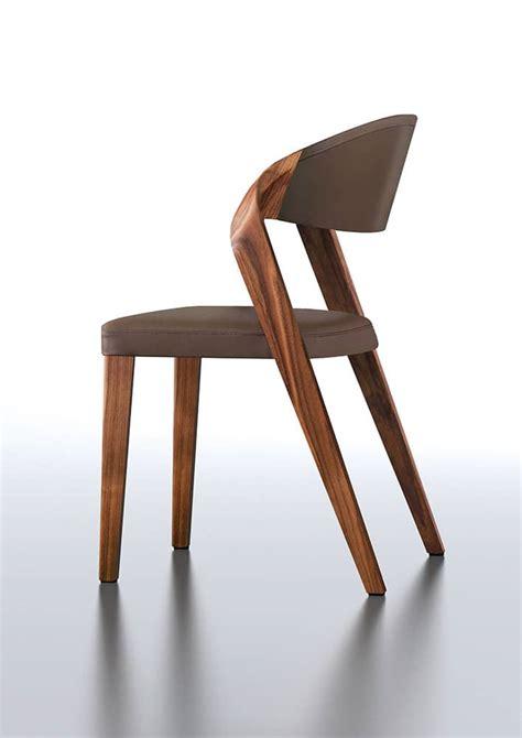 chaise design spin de martin ballendat en noyer