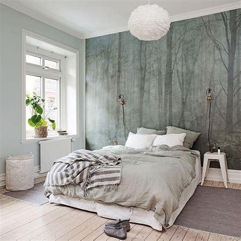 vill klae hela sovrummet med denna tapet skog av sandberg