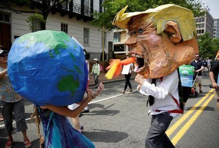 Environmental protesters swarm outside White House as ...