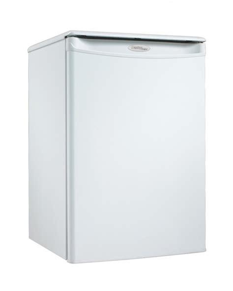 danby designer mini fridge dar026a1wdd danby designer 2 6 cu ft compact