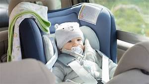 Siege Voiture Bebe : le si ge auto de b b bien le choisir selon l 39 ge de votre enfant ~ Carolinahurricanesstore.com Idées de Décoration