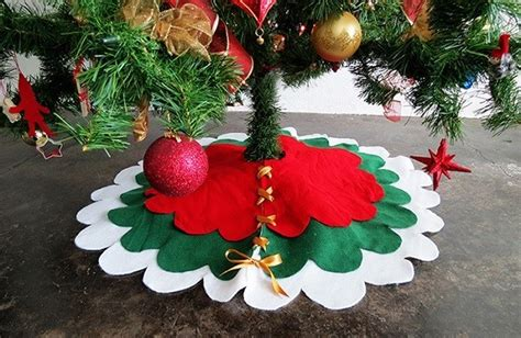how to make a scalloped tree skirt tutorial no sew scalloped tree skirt sewing