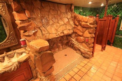 madonna inns mens bathroom   downstairs lobby