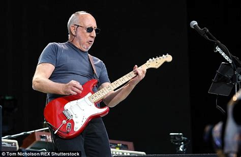 guitar destroyed   whos pete townshend bought